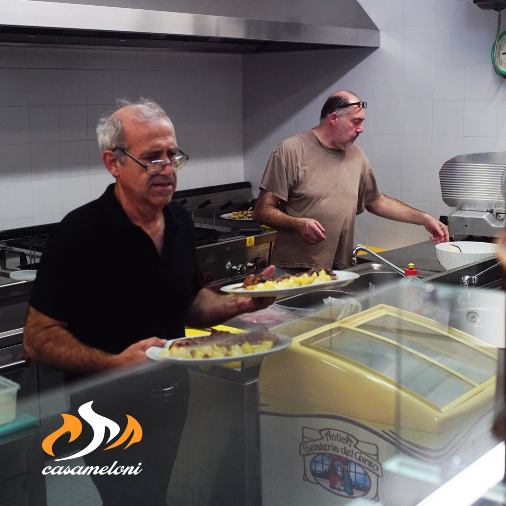 Marco e Rino sono pronti a farvi sentire come a casa vostra   CasaMeloni Villasimius Pizza e BBQ