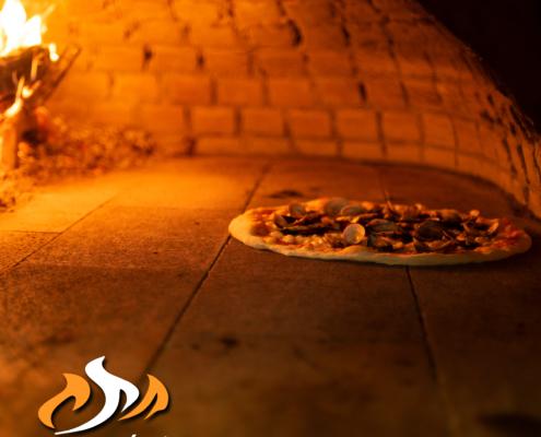 Prenota la tua pizza o grigliata da gustare in sala o da asporto   Casa Meloni Pizzeria e Grill a Villasimius